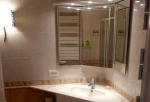 Vue de la salle de bain de l'appartement JAUNE